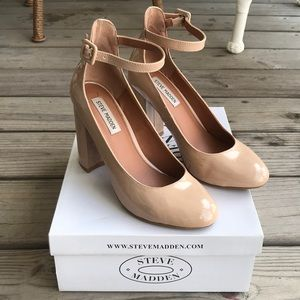 Steve Madden Vivii Nude Shiny Close Toes Pumps